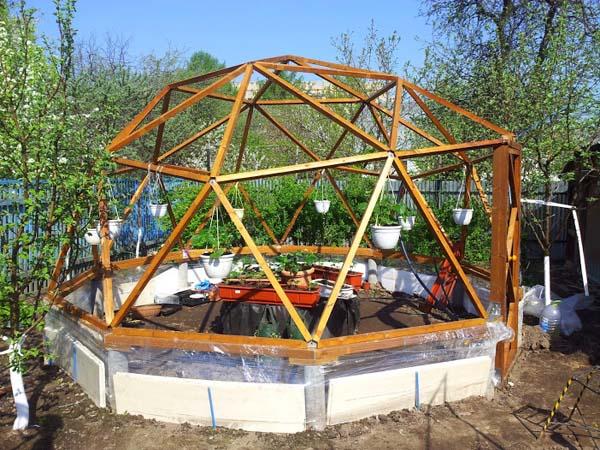 строим купольную теплицу